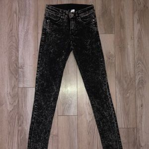 👖H&M DIVIDED BLACK ACID WASH SKINNY JEANS👖